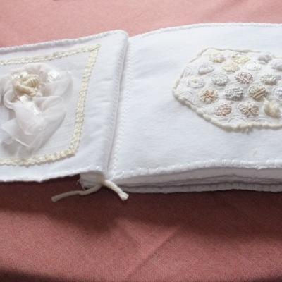 Livre blanc 1 ouvert jacqueline fischer art textile